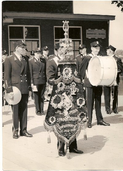 1964    Voor het eerst in nieuw uniform