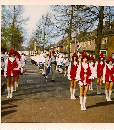 1971   Nieuwe uniformen voor Majoretten
