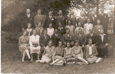 1931      Concours - Apeldoorn  bovenste rij v.l.n.r.: J.Beumer jr., H.Bekkering jr.,L.Botter, C.Westerveld, H.Sanders sr., K.Lingeman, J.Beumer sr., J.Geerligs,                                                                                      2e rij v.l.n.r.: ....Stempher- .......,G.Westerveld-Panhuis, H.Emperpoll-Steenbeek, D.Hummelman-Bulsing, F.Van Brummen-Wendt, ........-Bovendorp, D.Sierdsma-Haversman, T.Botter-Witké,                                                                                                                                  3e rij vl.n.r.: C.Cornelissen-Bierhof, ...Bekkering-D.J.Hummelman,T.Burgers, A.M.Koopman, H.C.Hummelman, L.v.Brummen, .......-Sanders.                                                                        4e rij v.l.n.r.: T.Gronouwe-Emperpoll, H.Vaags-Westerveld, C.v.Tent Beeking-Bierhof, K,Wijnen-Burgers, M.Harmsen.