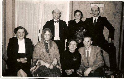 1954    Toneelgroep na afloop van de zanguitvoering